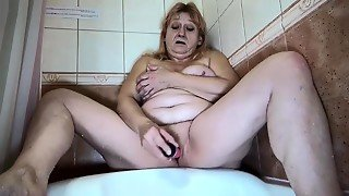 Oldnanny Old Mom Bathroom Masturbate