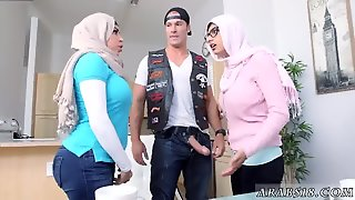 Arab Mother Seduces Ally Crony S Daughter Womancrony And Dick I M So Happy I Get To