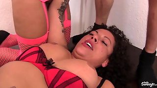 Reife Swinger - Sexy Susi Enjoying A German Swinger Threesome In The Kitchen