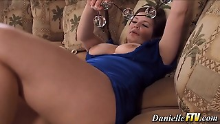 Natural Beauty Rubs Pussy