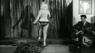 Sexy Blonde's Erotic Dance For Audience (1950S Vintage)