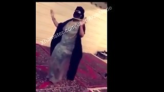 Arab Saudi Mom Big Ass Abaya Hijabi Niqab Dance Very Hot!