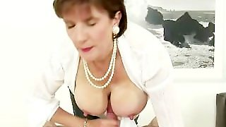 Busty Mature Brit Lady Sonia