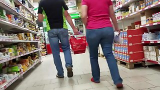 Booty Ass Milf In Supermarket