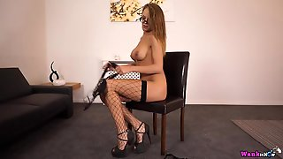 Hottie Turns On The Jerk Off Timer And Talks Dirty