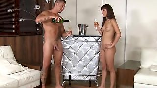 Young Girlfriend Extreme Anal Sex