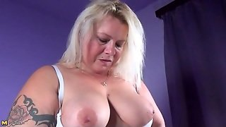 Bbw Has Lusty Solo Vibrator Play