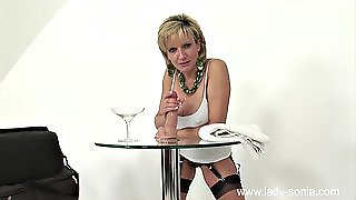 Busty Blonde Mature L Showing How To Treat A Cock