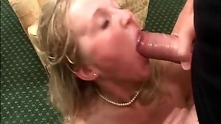 Blonde Chubby Milf Getting Fingered