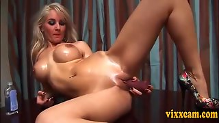 Blonde Dildos Cunt On Webcam