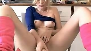 Hot Girls Playing On Webcam And Enjoying Herself Untill She Cum