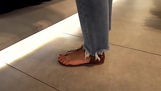 Fr's Sexy Feets Hot Red Toes At Shopping