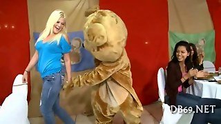 Young Girl Was Fucked By The Dancing Bear