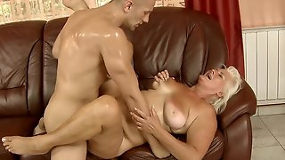 Mature With Bubbly Ass Gets Wildly Fucked In Her Mouth By Lucky Man