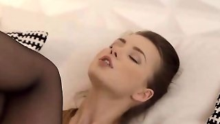 Taylor Sands Nailing Her Quim With Huge Dildo