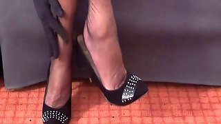 I Love The Dangling. This Is My Side Foot Fetish - Part 01