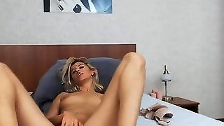 Gorgeous Babe Giving Herself The Ultimate Pleasure