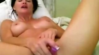 Pussy Toying Milf On Cam