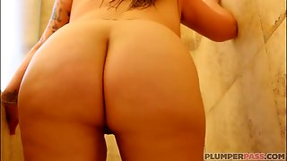 Bodacious Booty Milf Kendra Kox Gets Fucked In The Shower