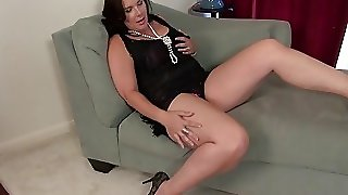 Usawives Dylan Jenn Curvy Mature Solo Fingering