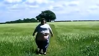 Ssbbw Walking
