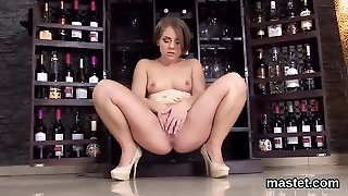 Frisky Czech Kitten Stretches Her Pink Crack To The Extreme