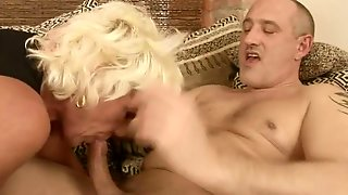 Mature Makes A Dirty Dream Of Never-Ending Cock Sucking A Reality