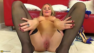 Pink Mature Pussy Is Mouth Watering In Close Up