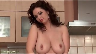 Big Round Natural Tits Are Gorgeous On Solo Babe