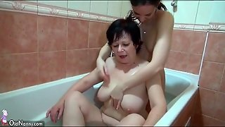 Old Young Pussy Eating In The Bathtub