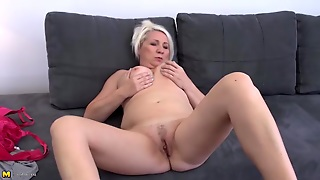 Curvy Mature Blonde Finger Banging Her Twat