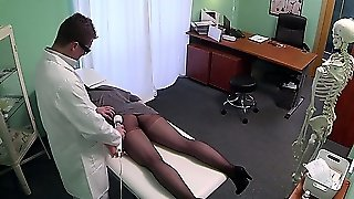 False Doctor Seducing Patient With A Good Pussy Rub