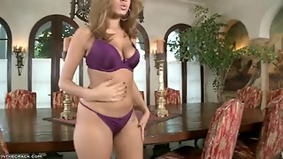 Isis Taylor Undresses And Shows