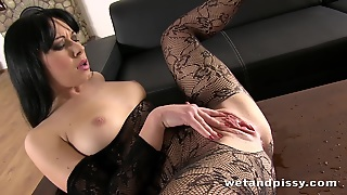 Squirting, College, Brunette, Fetish, Toys, Dildostoys, Babe, Watersports, Italian