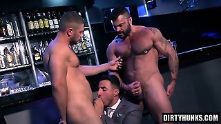 Muscle Gays Threesome And Facial