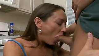 Hot Mom Deepthroat Her Neighbour`s Friend