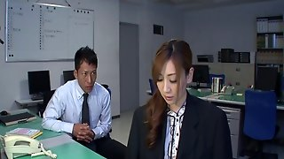 Dame Gets Her Pussy Licked Before Being Throbbed Missionary On A Desk