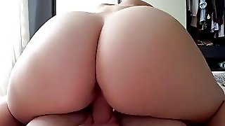 Big Ass Amateur Babe Services A Morning Wood In Pov