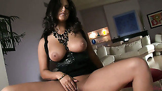 Warm Vixen Sunny Leone Wants This Solo Sex Session To Last Forever