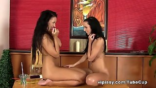 Vipissy Video: Gina & Bailey