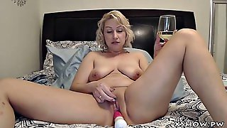 Amateur Cougar Whore Masturbation