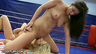 Classic Fight Blonde Vs Brunette