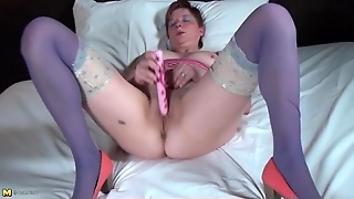 Big Ass Mature In Blue Stockings Fucksa Toy