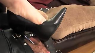 Dominant Mistress Gets Kinky With Slave