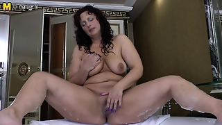 Horny Mature Mother And Her Shaved Cunt In Bath