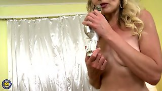 Blonde Bombshell Fucks Her Cunt With A Vibrator