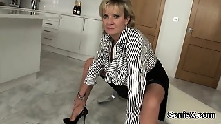 Cheating British Milf Lady Sonia Exposes Her Heavy Breasts
