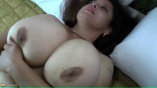 Fat Girl On Her Back Fucking A Dildo
