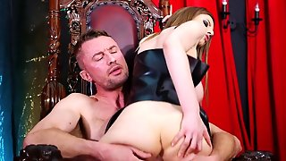 Brunette Getting Satisfaction With Guy's Pole In Her Eager Mouth
