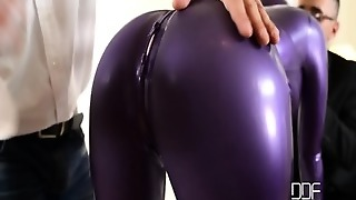 Therapy With Babe In Latex Costume